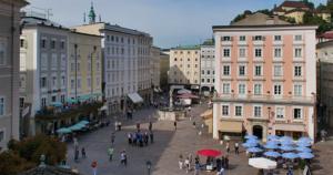 Salzburg - Alter Markt - Links Café Tomaselli